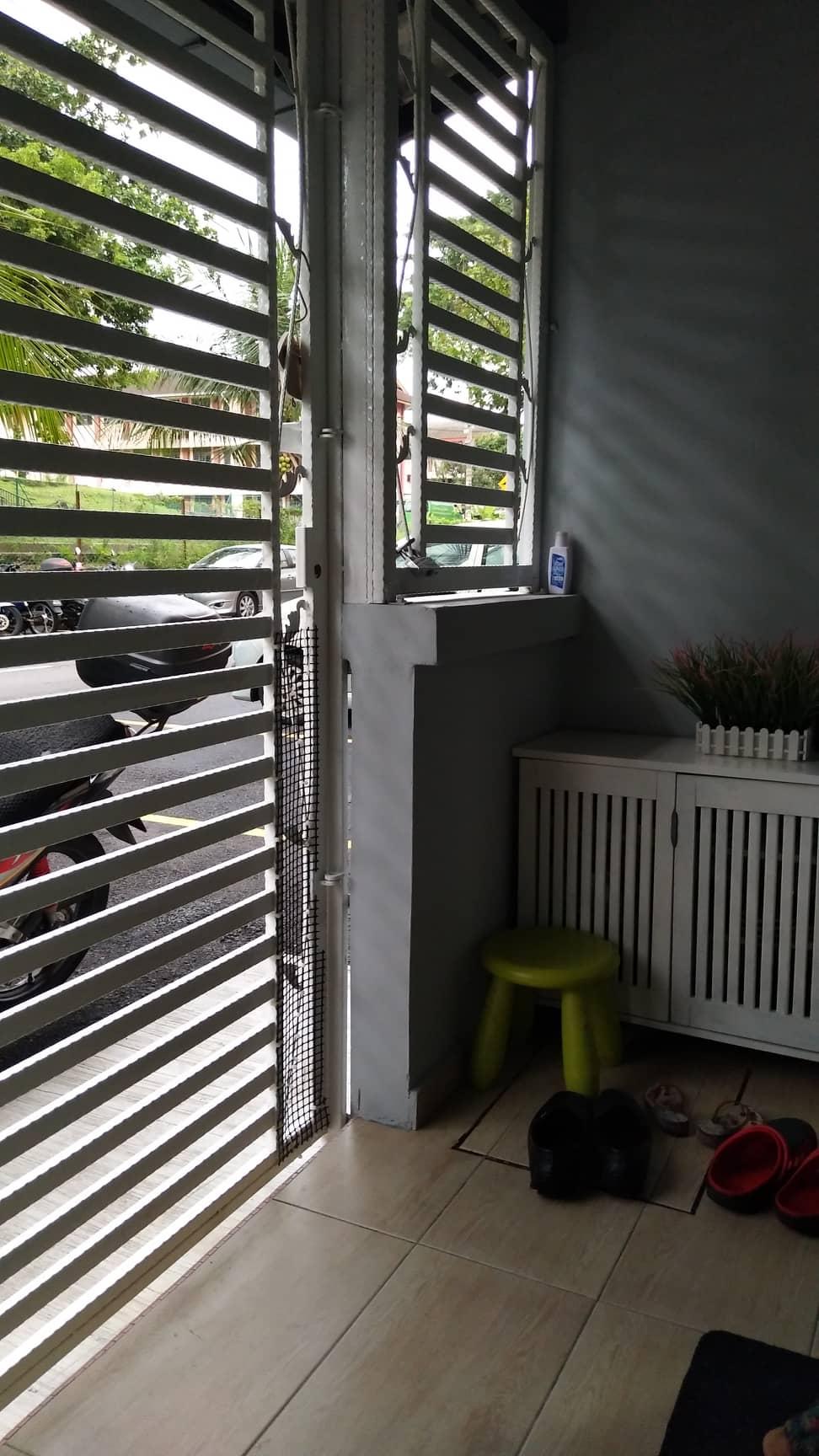 Kedudukan rumah di ground floor memudahkan lagi pemilik menghias rumah dengn cantik dan tersusun