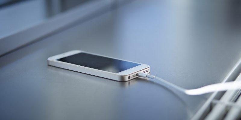 6 Sebab Bateri Telefon Bimbit Cepat  Habis, Salah Satunya Cas Terlalu Lama