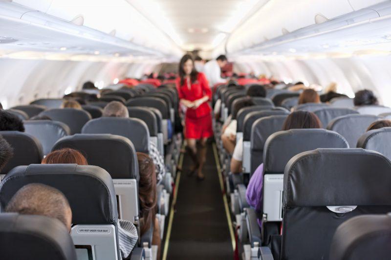 6 Tip Mudah Hilangkan Kebosanan & 'Survive' Ketika Penerbangan Jarak Jauh