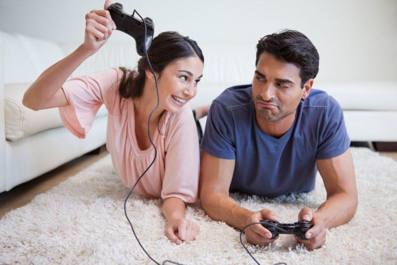 Lelaki Boleh Alami Lumpuh Separuh Badan Akibat Obses Bermain Game, Ini 4 Perkara Patut Isteri Lakukan