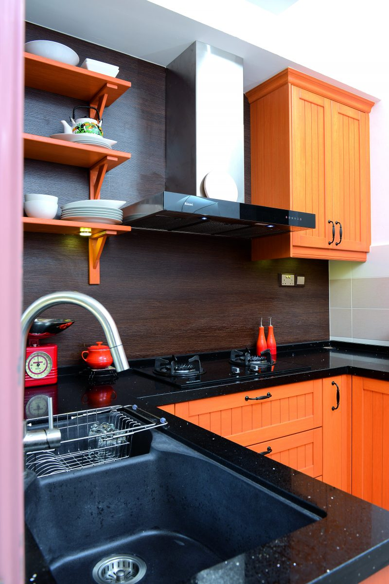 Gambar Pilihan Warna Dan Susunan Bijak Untuk Dapur Sempit Impiana