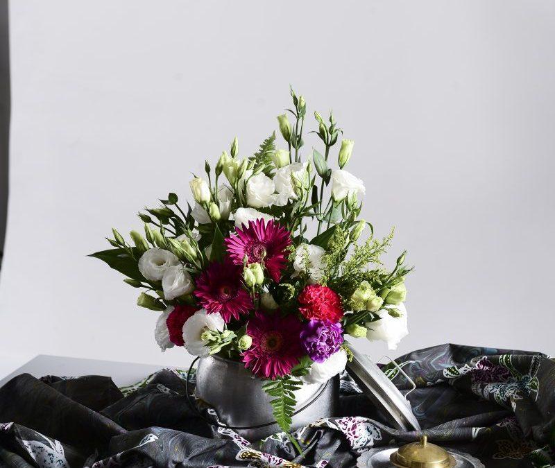 Gubahan Bunga Menggunakan  Periuk Lama