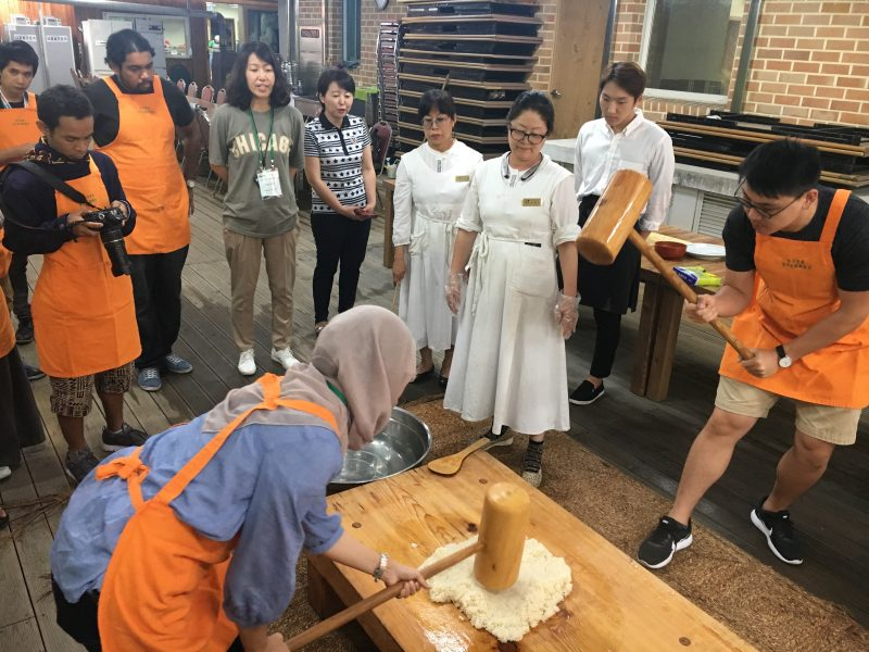 Mencuba Bibimbap & Rice Cake  Di Bumi Korea